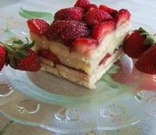 Andjeoski kolač s kremom od jagoda