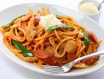 Integralne spagete sa kobasicom i mocarelom