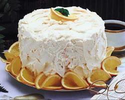 Torta-od-orha-s-tucenim-slatkim-vrhnjem