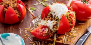 Punjeni paradajz sa mlevenim mesom