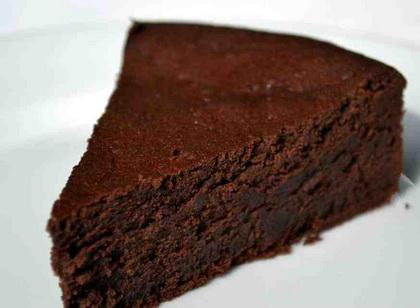 Topla čokoladna torta